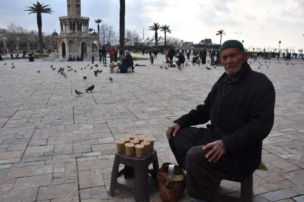 İzmir Konak'da yem satan amcaya belediye özür diledi