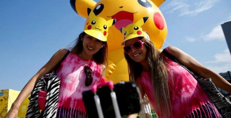 Pokemon Go Hayranları Yokohama Festivalinde Dev Pikachus'a Katıldı