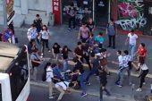 İzmir'de sokak ortasında liseli kavgası