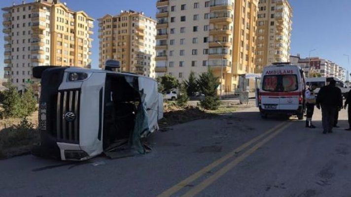 Ankara'da iki öğrenci servisi çarpıştı