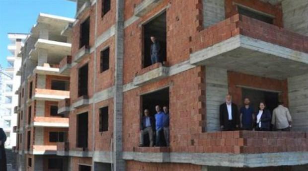 28 daireyi 68 kişiye sattı kaçtı
