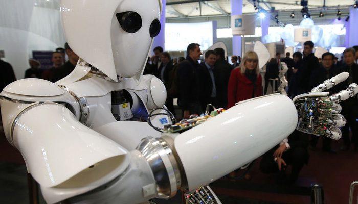 Bir robotla röportaj: AI devrimi insan kaynağına çarpıyor
