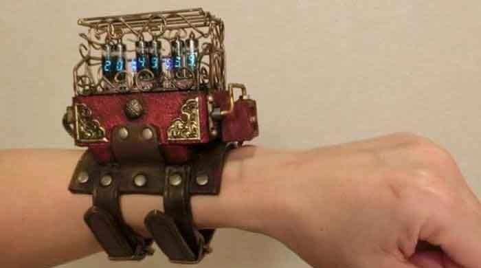 'Modern' teknolojiyle yapılan 'antik' saatler